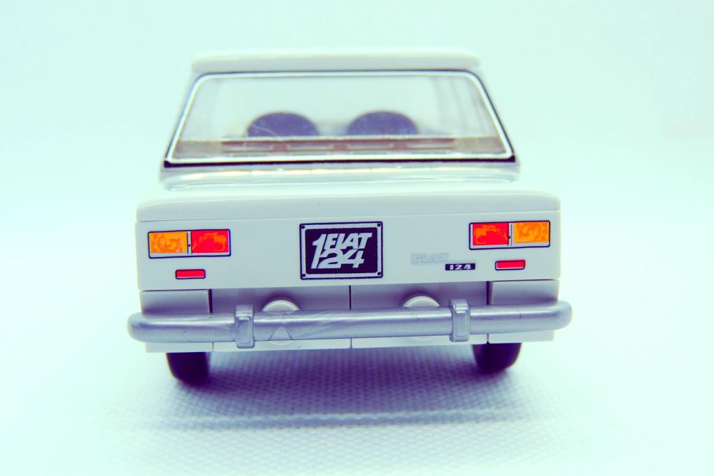 Cobi-24521-Fiat-124-Berlina-1200-000-Logo-1024x683.png