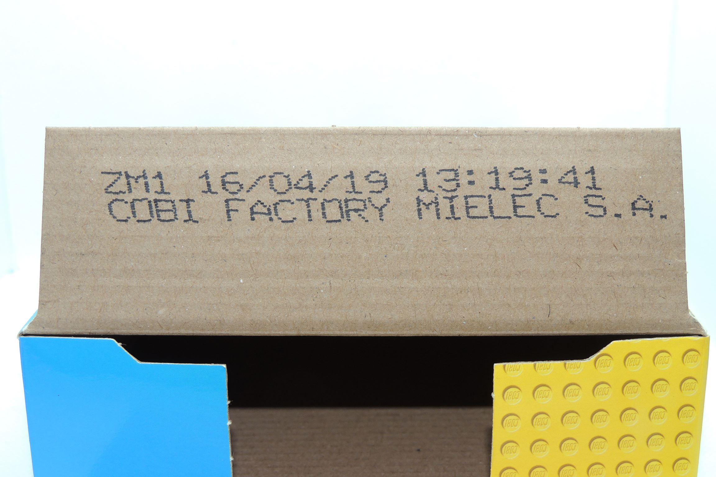 Produktionsstempel in der Innenseite der Seitenlasche.