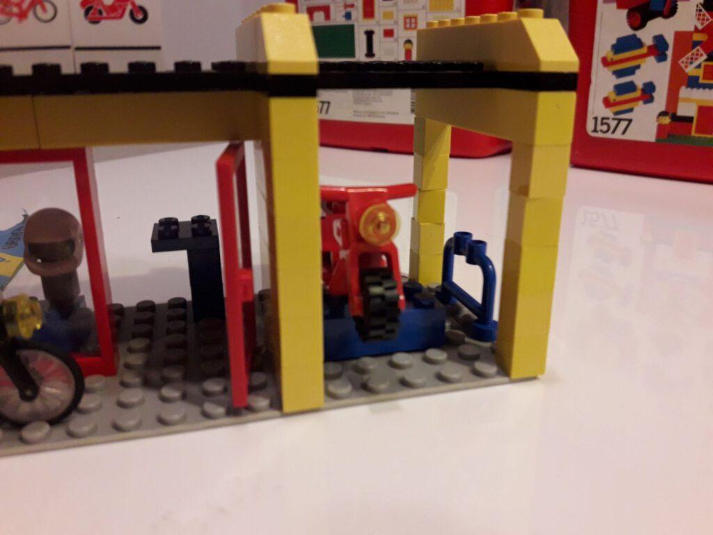 Eine ganz einfache Hebebühne: Einfach einen Brick und eine Jumperplate nutzen.