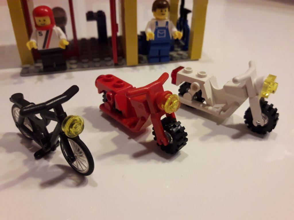 Meine Oma fährt im Hühnerstall Motorrad...
