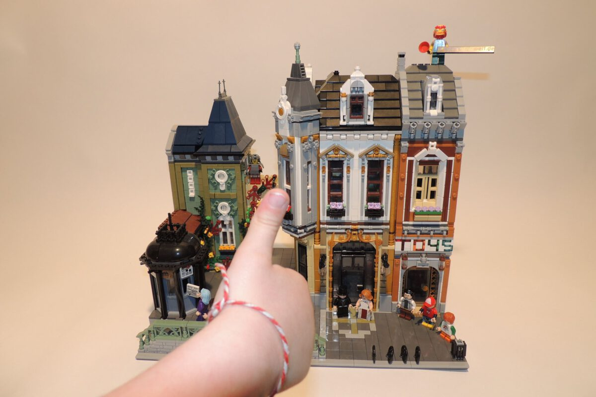 UrGe 10190 – Toy Square (Brickative – AFOL Square)