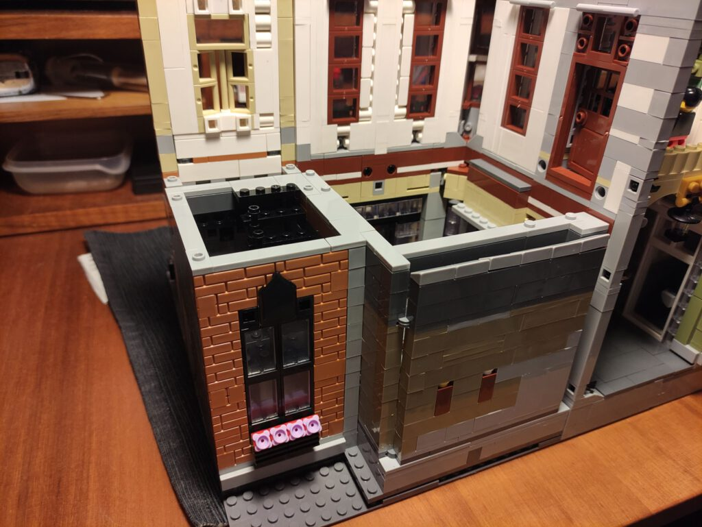 Erweiterte modulare Bauweise, von Brickative ins Extrem geführt.