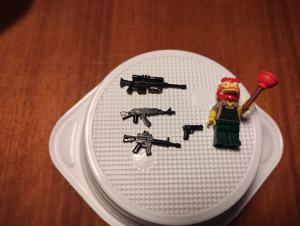 AK 74, M16, Desert Eagle und ein Scharfschützengewehr.