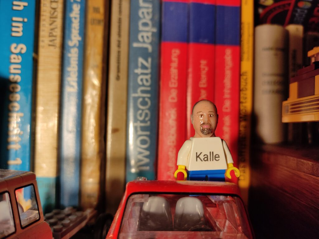 I bims, dat Kalle. Tu ma de Lego winken!