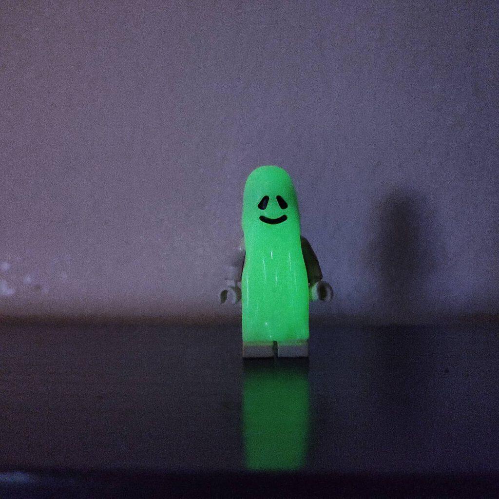 Uuuuh, die bösen Geister! Sogar eine echte Lego-Minifig ;)