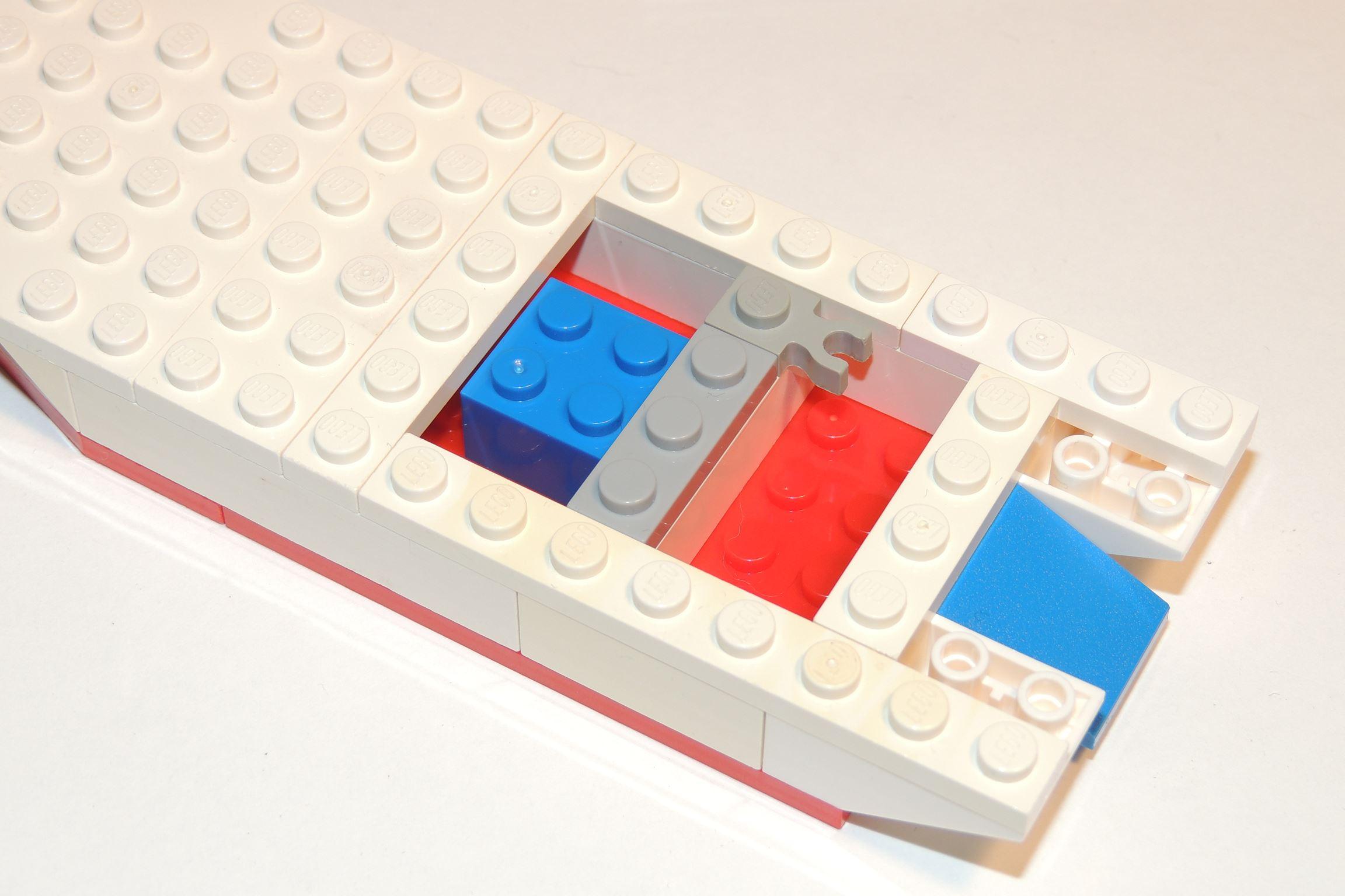 Blauer 2×2 Brick und 1×3 Plate in LBG von Steinchenexpress (BS 4 & 6).