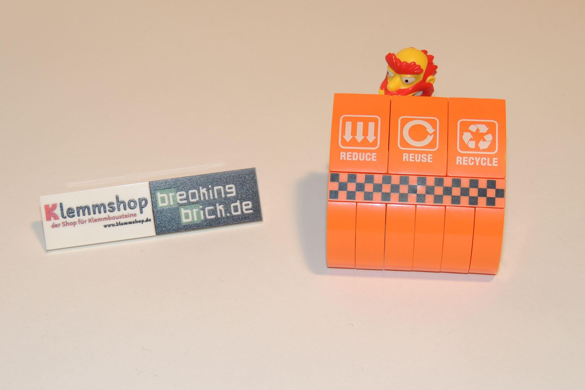 Hinterer Deckel vom Kehrrichtrexpress enthält Prints.