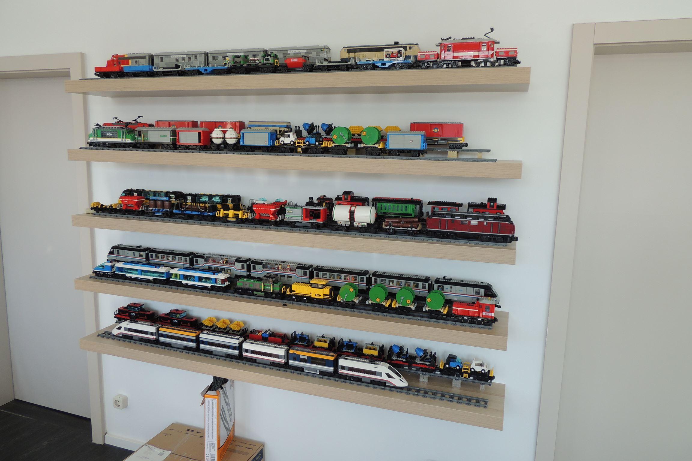 Auch die Züge benötigen ein Display.