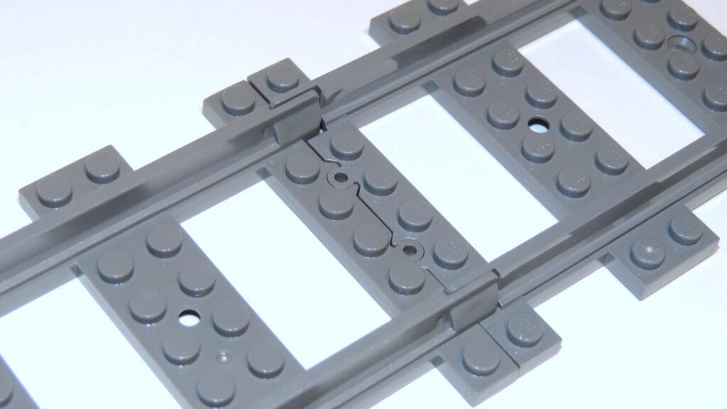 Steinchenshop tendiert mehr zu Dark Gray, rechts Lego in Dark Bluish Gray.